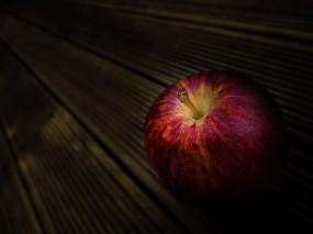 Обои Красное Яблоко: Яблоко, Дерево, Стол, Еда