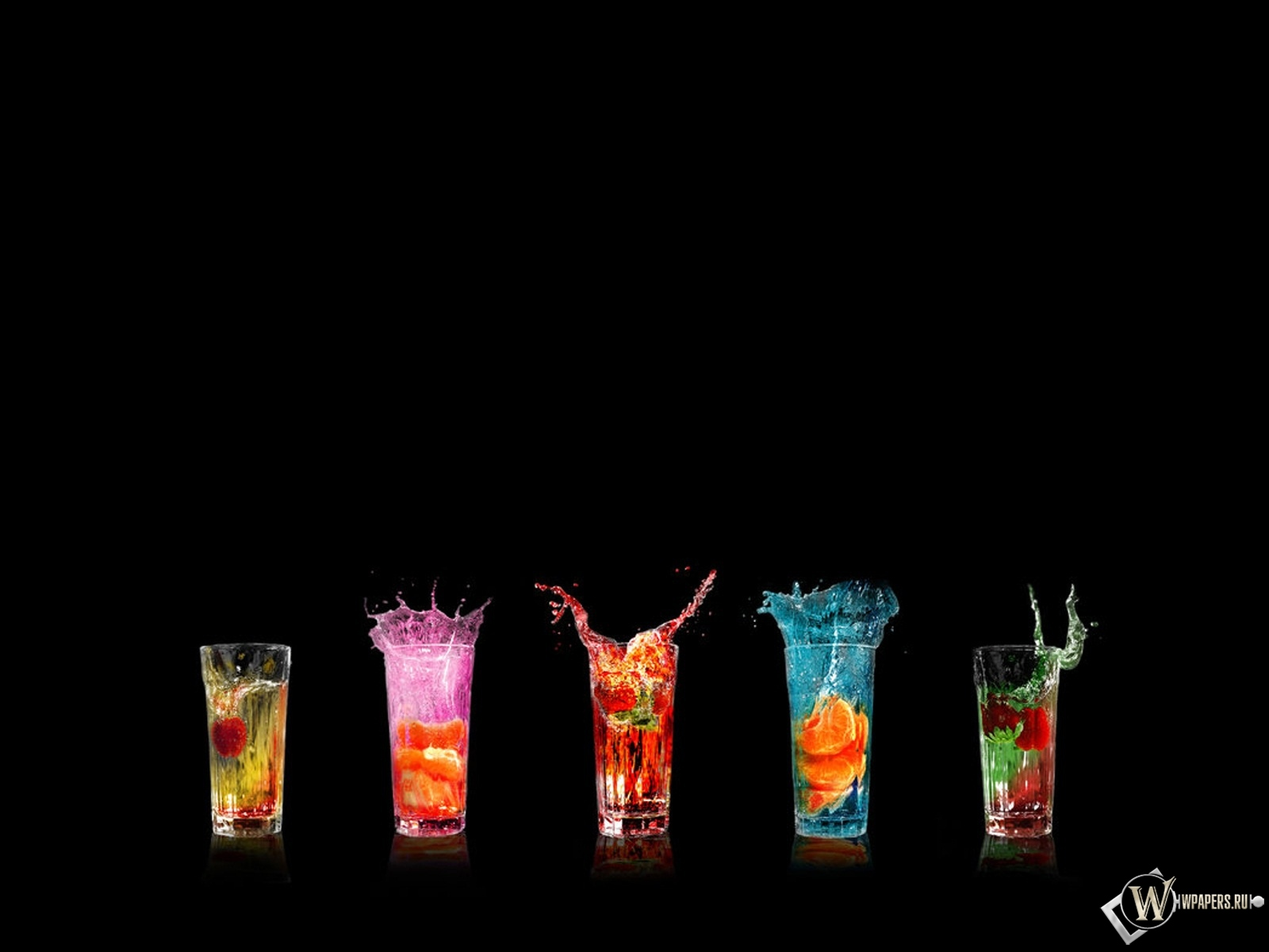 Разноцветные коктейли 1600x1200