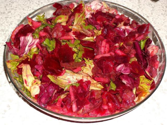 Мясной салат с апельсинами и свеклой