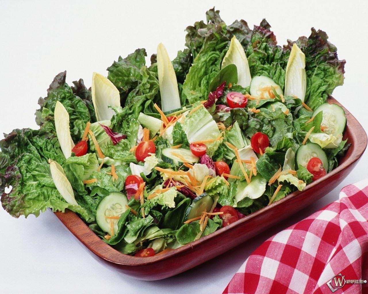 Салат из помидоров и огурцов с дрессингом 1280x1024