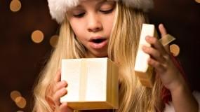 Обои Новогоднее удивление: Новый год, Девочка, Подарок, Новый год