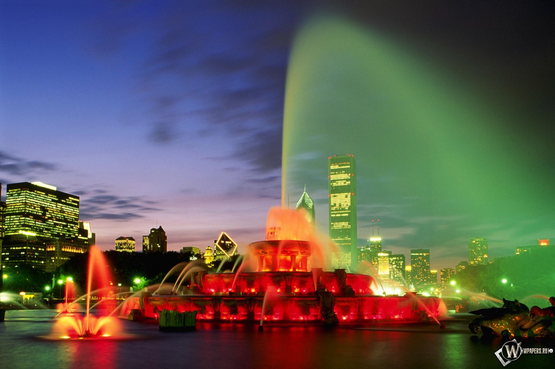 Зелёный ночной фонтан 2300x1530