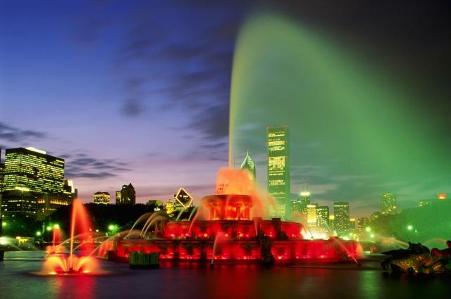 Зелёный ночной фонтан