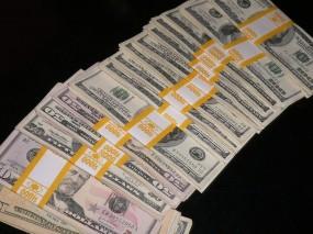 Пачки долларов