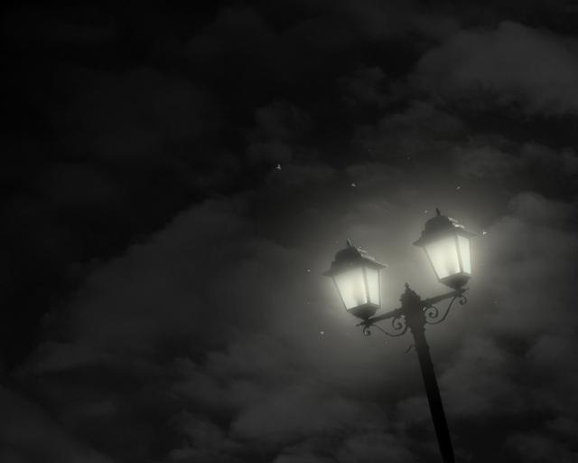 Фонарь в ночи