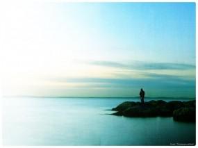 Обои Человек у моря: Вода, Камни, Человек, Небо, Настроения