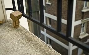 Обои Картонный человечек: Дом, Балкон, Перила, Окна, Коробка, Настроения