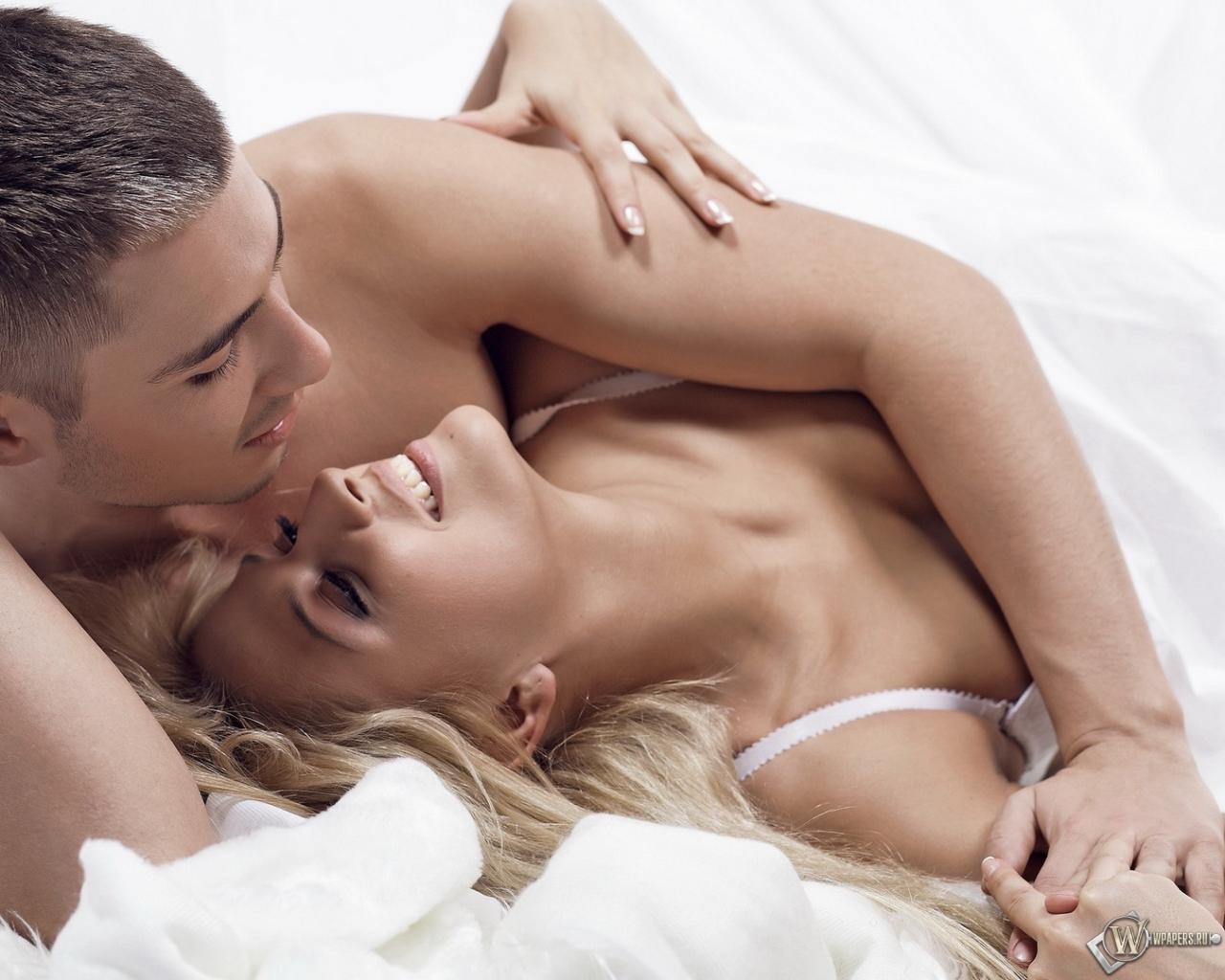 Секс в постеле домашний, Муж и жена в постели снимают домашнее порно 25 фотография