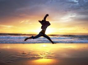 Обои Бегущий человек: Пляж, Вечер, Прыжок, Настроение, Настроения