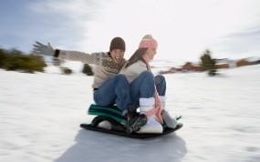 Обои Катание на санках: Снег, Девушка, Пара, Парень, Гора, Настроения