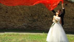 Обои Жених и невеста: Стена, Романтика, Поцелуй, Невеста, Свадьба, Жених, Настроения