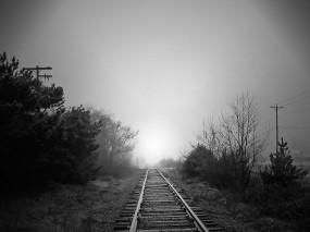Обои Рельсы: Туман, Железная дорога, Рельсы, Чёрно-белая, Настроения