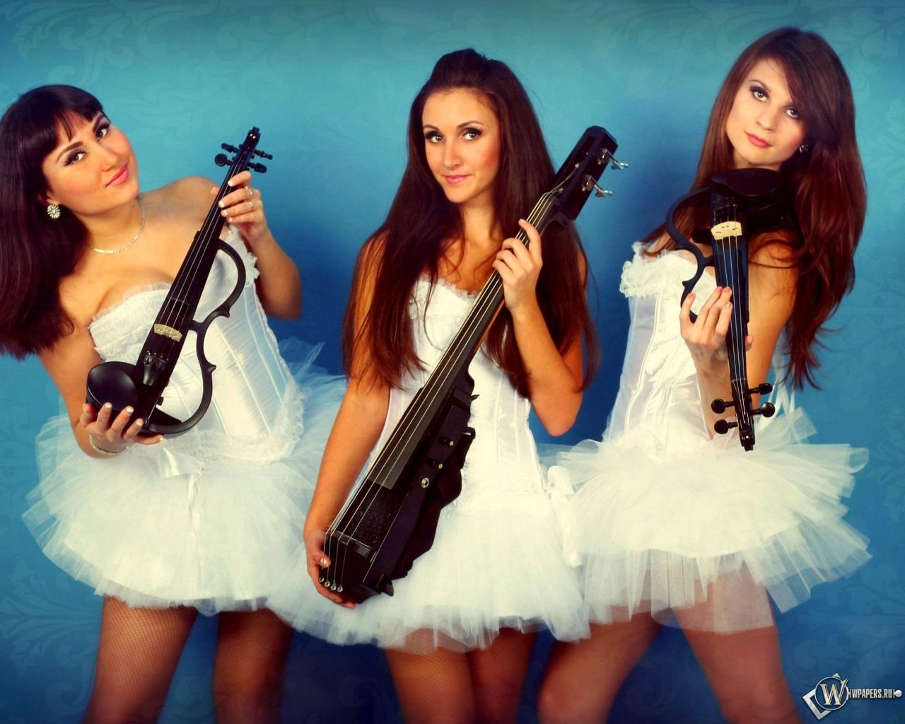 Трио Violin Group DOLLS - скрипачки и виолончелистка 1280x1024