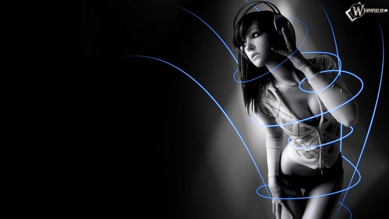 Симпотичная девушка в наушниках 1280x720