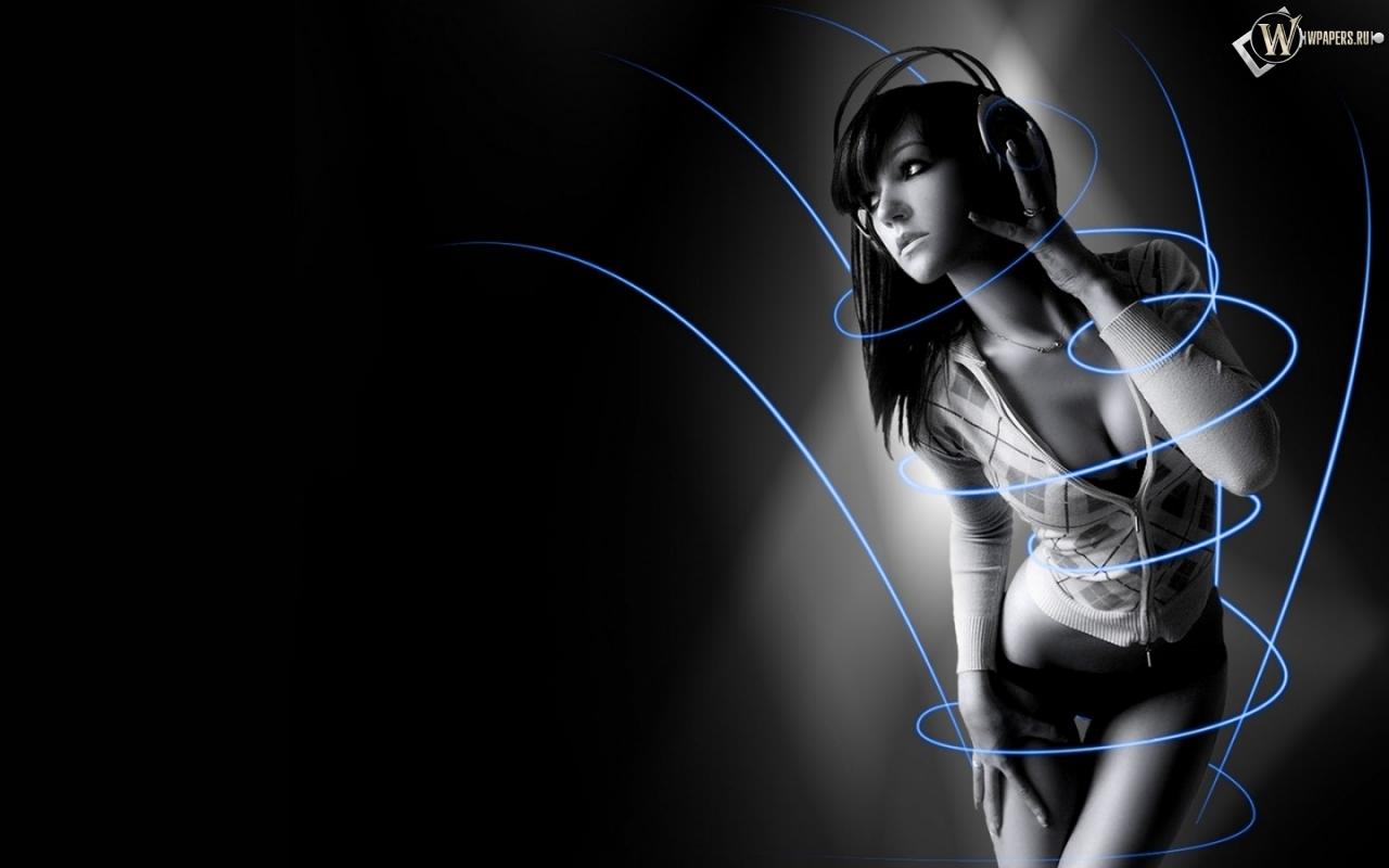 Симпотичная девушка в наушниках 1280x800