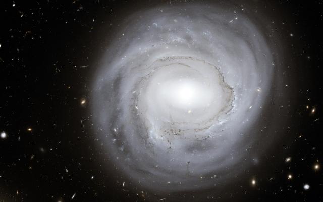 Круглая галактика