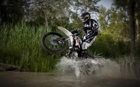 Обои Мотокросс: Мотоцикл, Брызги, Мотокросс, Спорт