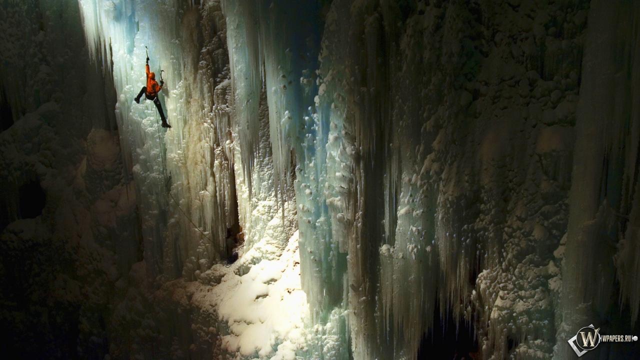 Альпинист в пещере 1280x720