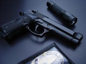 Обои пистолет и тактический фонарик: Оружие, Пистолет, Полиция, Фонарик, Оружие