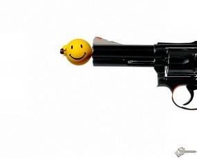 Обои Пуля смаил: Револьвер, Смайлик, Пуля, Оружие