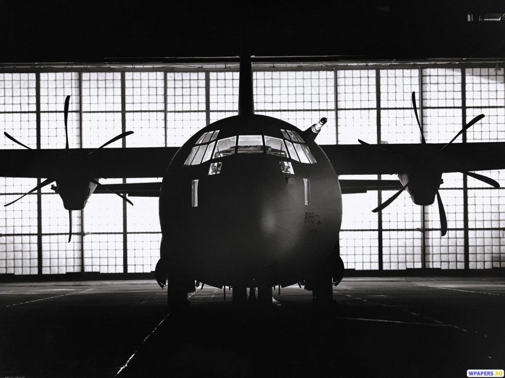 Самолет в ангаре 1024x768
