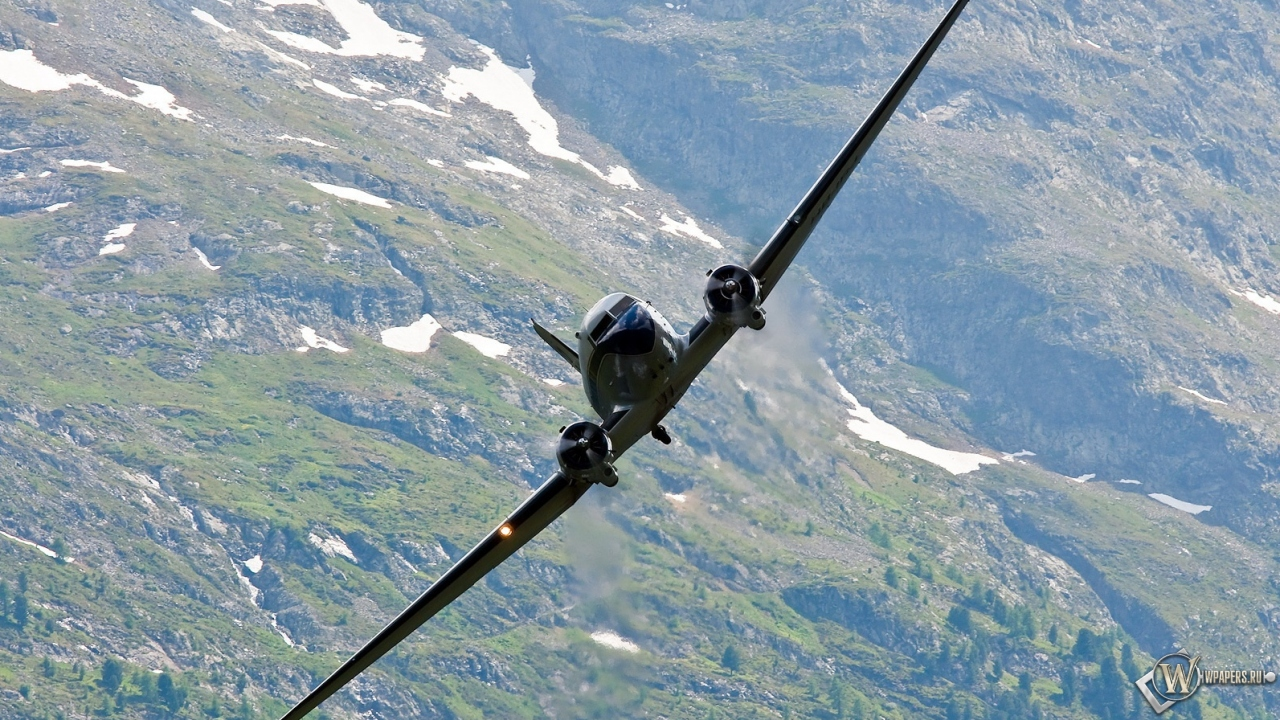 Douglas C-47 1280x720