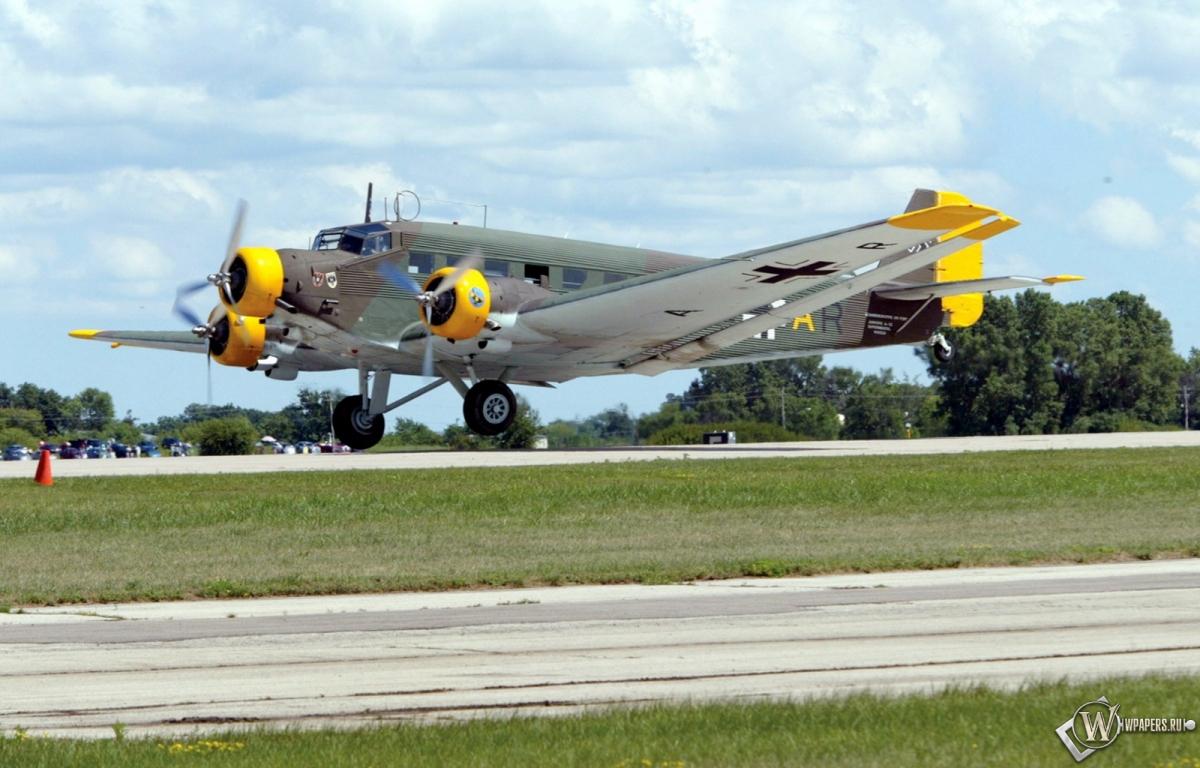 Junkers Ju-52 1200x768