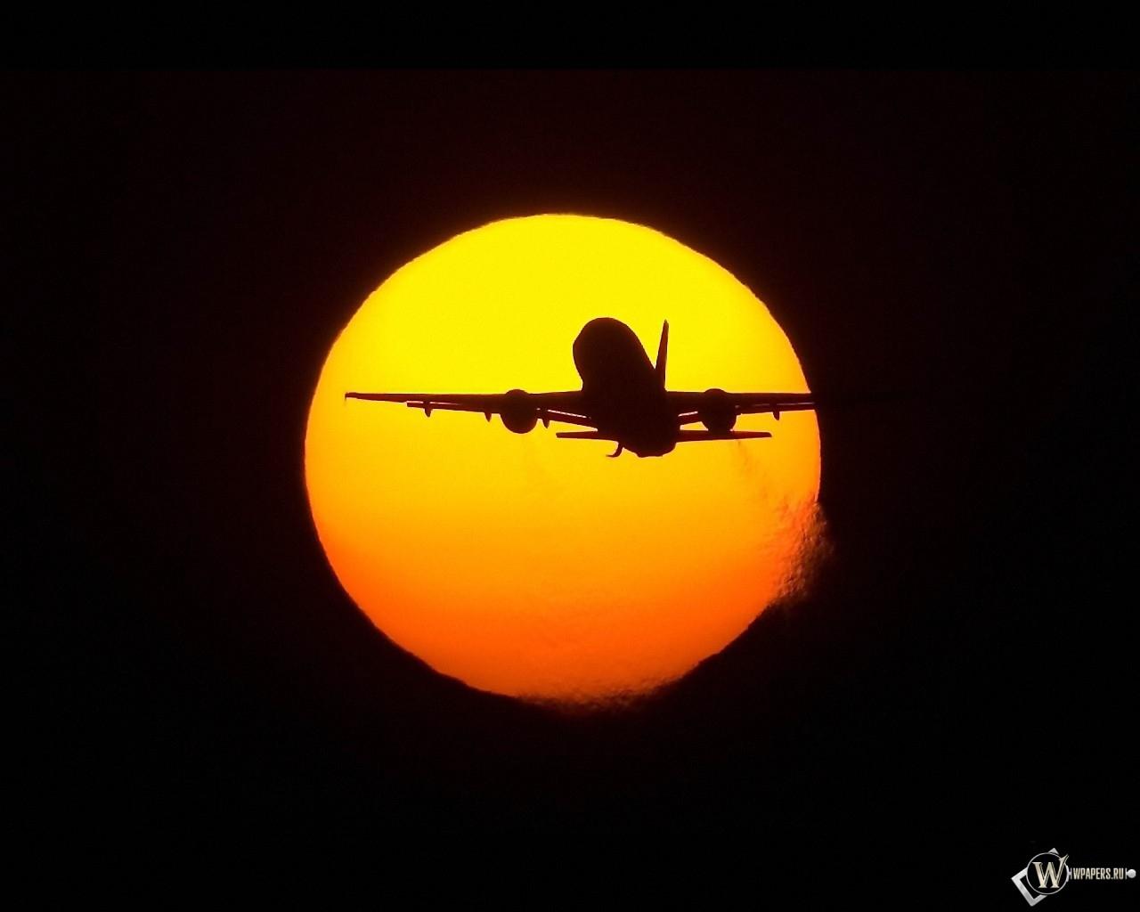 Самолет на фоне солнца 1280x1024