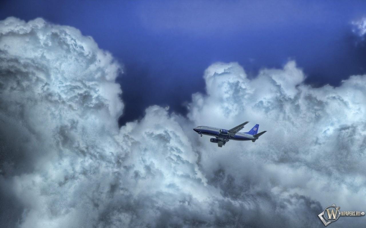 Самолет в облаках 1280x800