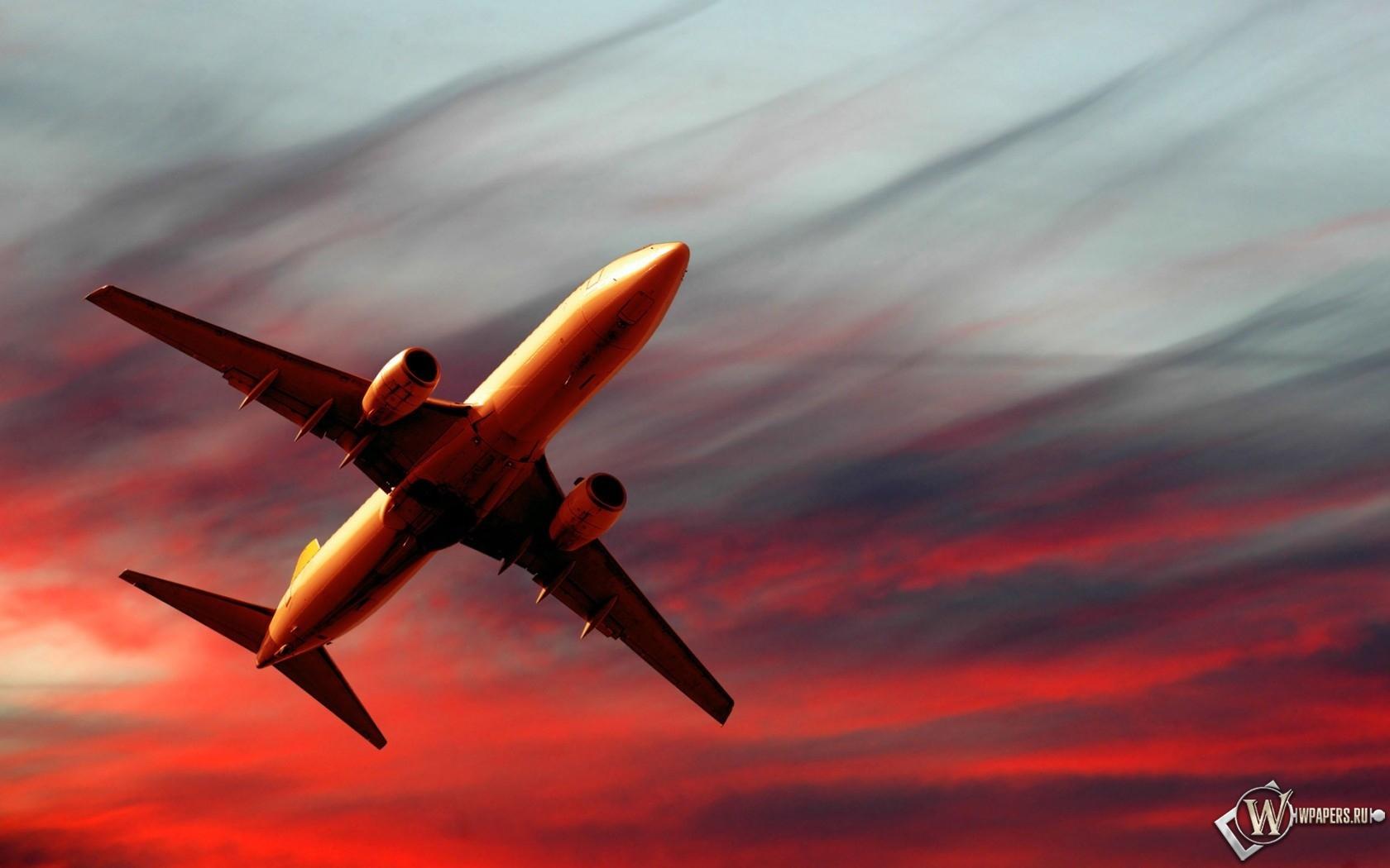 Полет самолета на закате 1680x1050