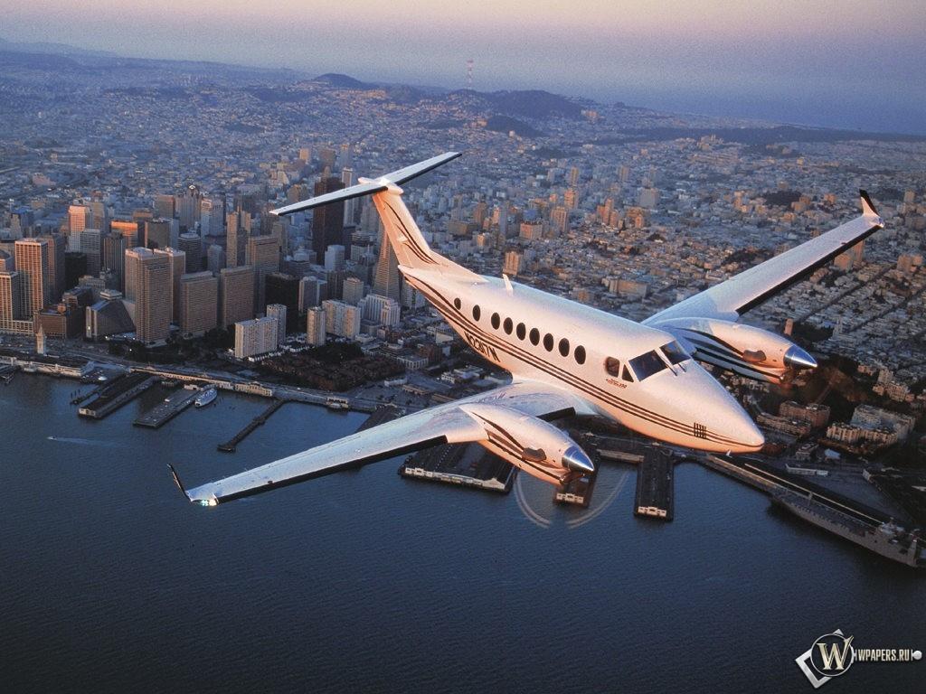 Небольшой самолет 1024x768