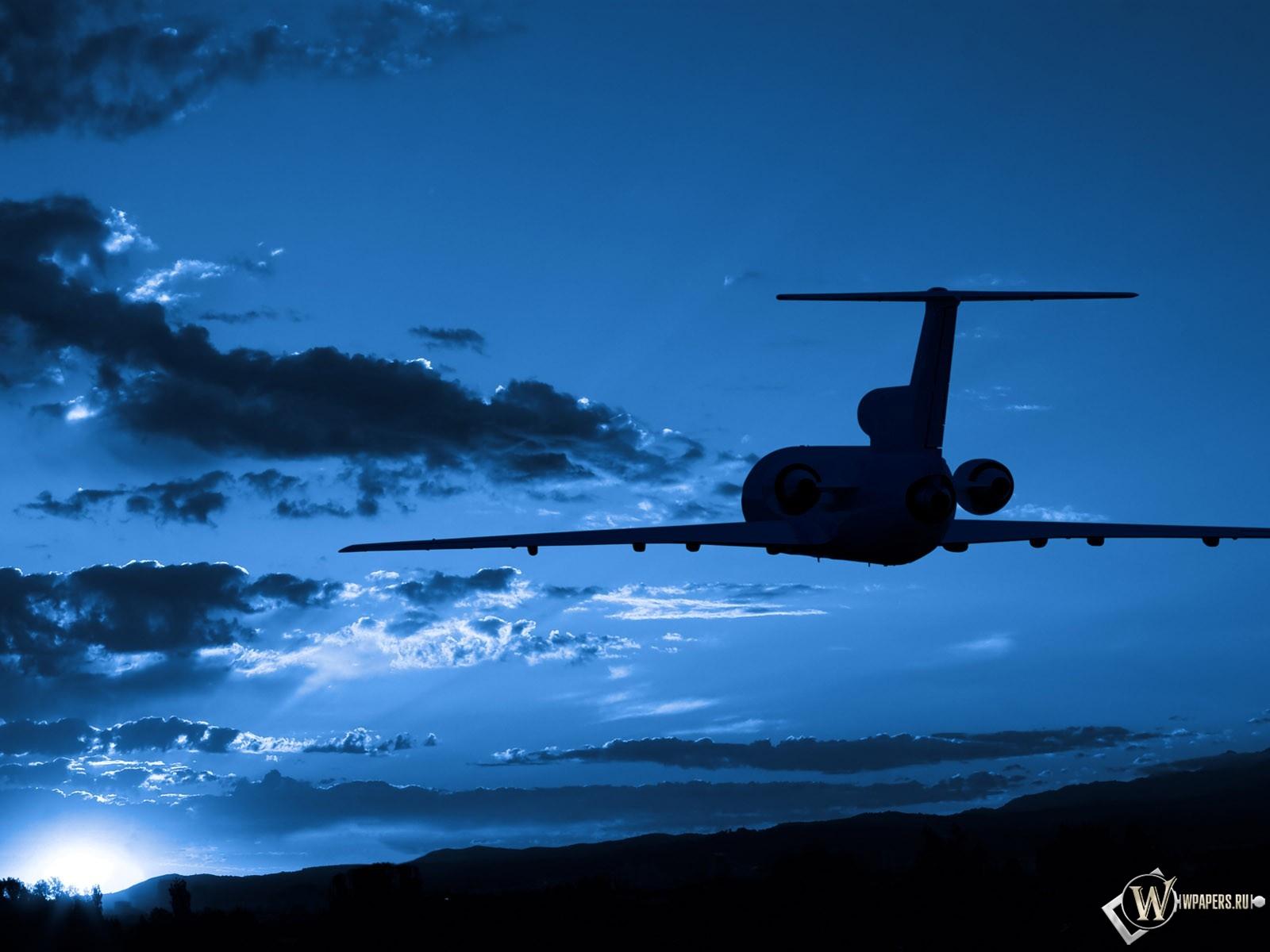 Силуэт самолета в небе 1600x1200