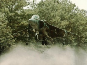 Обои Истребитель - вертикальный взлёт Harrier: Истребитель, Пыль, Вертикальный взлёт, Harrier, Истребители