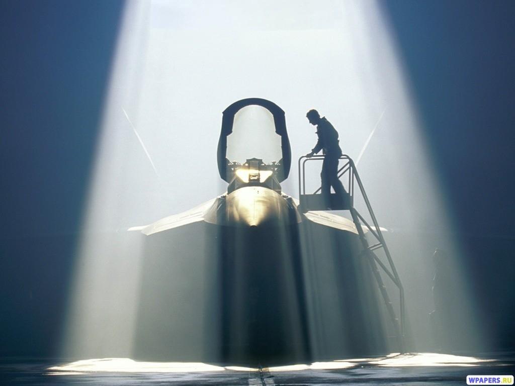 Истребитель в ангаре (YF-22 Raptor) 1024x768