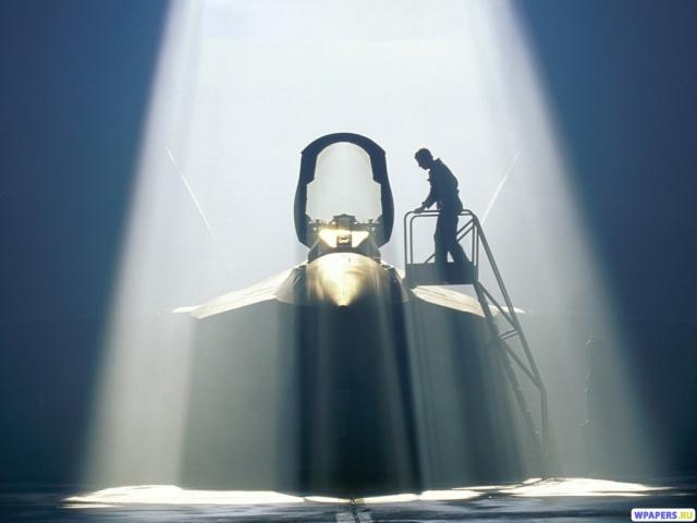 Истребитель в ангаре (YF-22 Raptor)