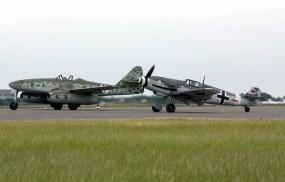 Обои Messerschmitt Me 262 и Bf-109G4: Messerschmitt, Истребители
