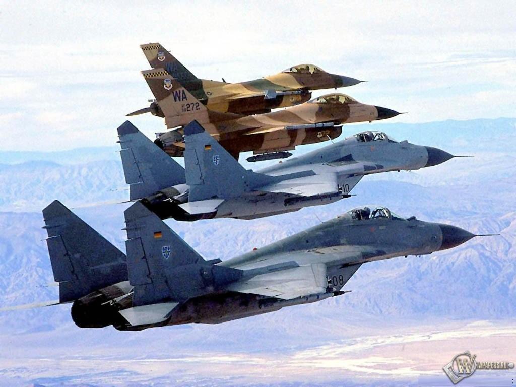 Колонна истребителей F-16 и МиГ-29 1024x768