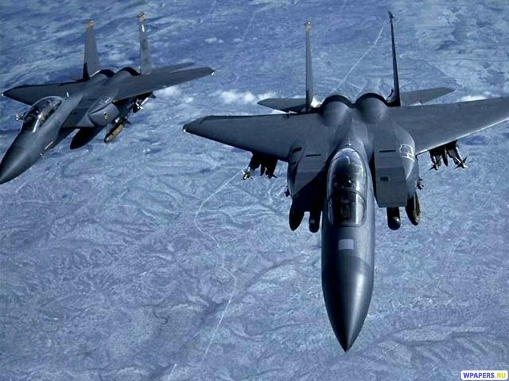 Два истребителя F-15 1024x768