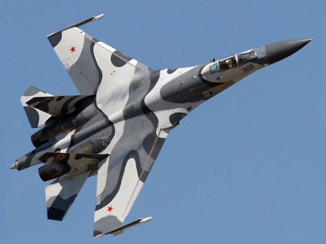 Камуфляжный истребитель Су-27М