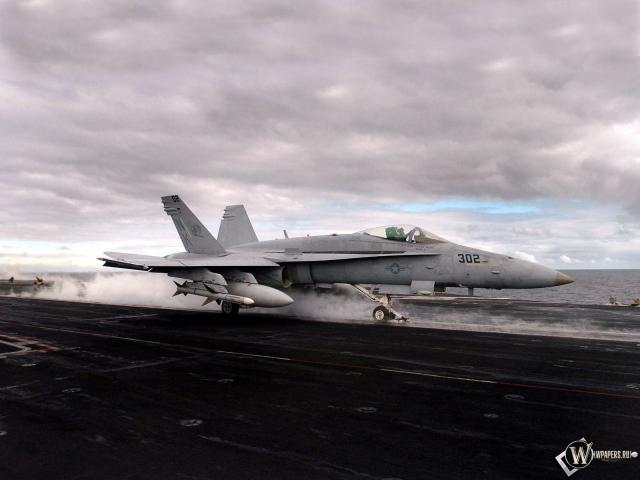 Взлет истребителя F-18
