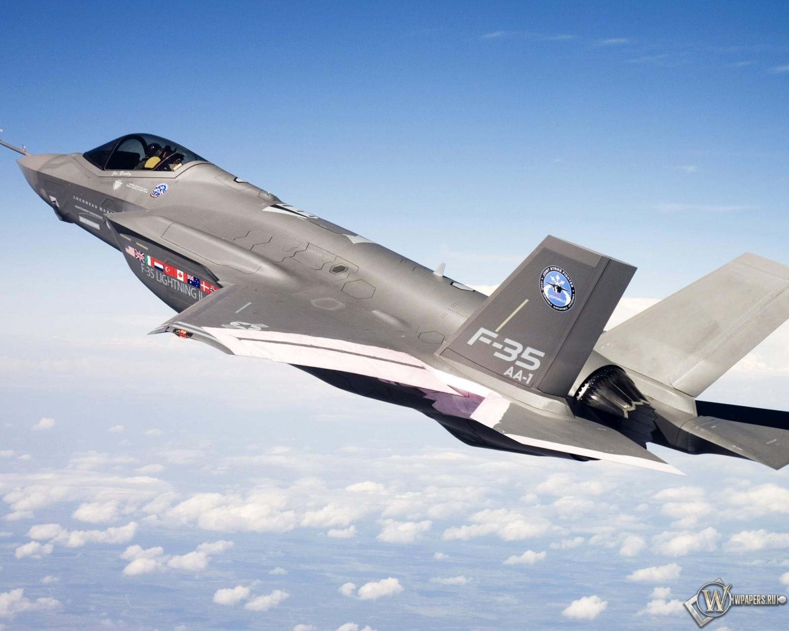 F-35 в полете 1600x1280