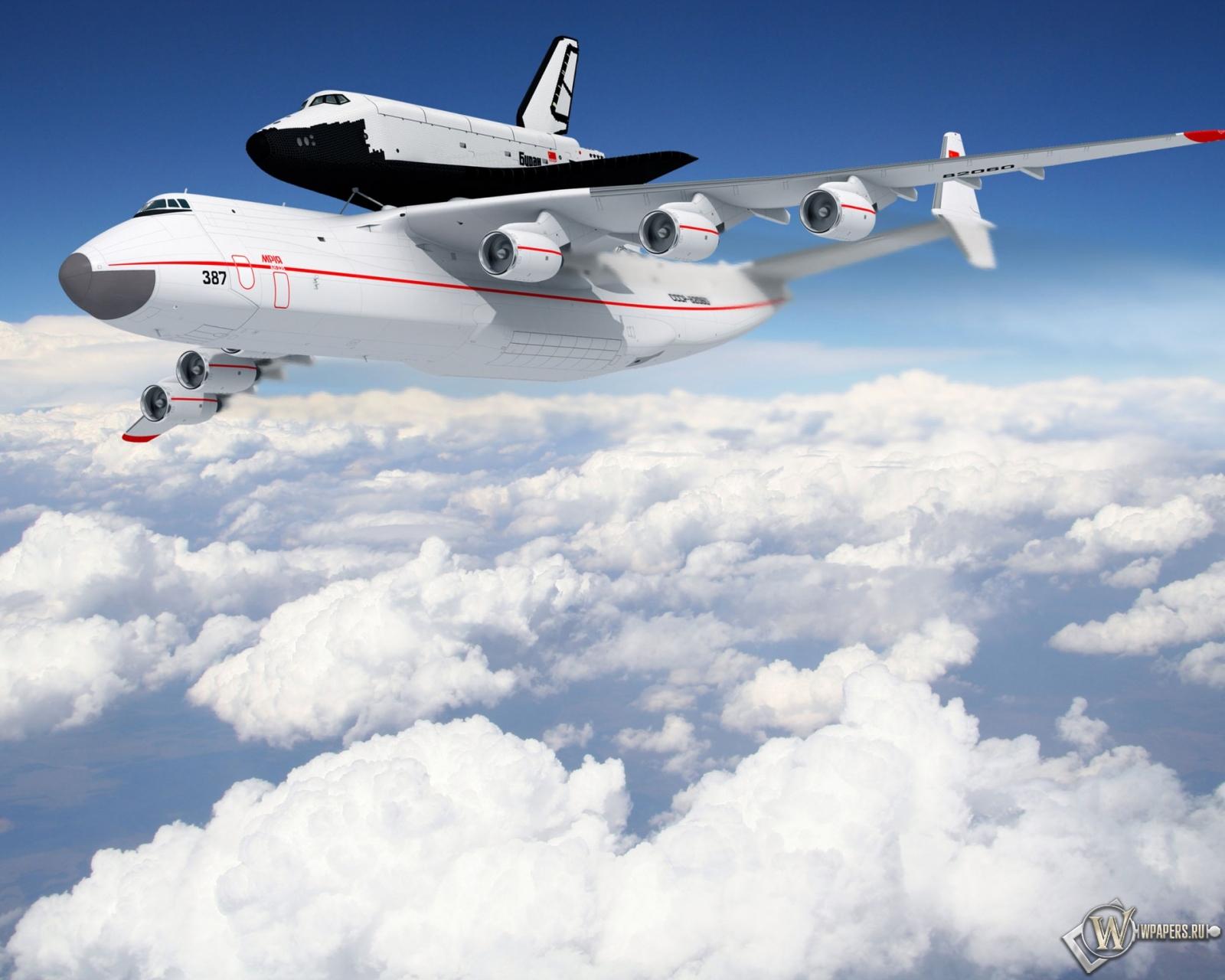 Самолет с челноком 1600x1280