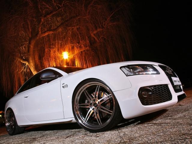 белая Audi S5