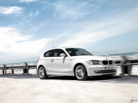 Обои BMW 1 - Series three door (2005): Белое авто, BMW 1, BMW three-door, BMW