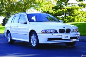 Обои BMW - 5 Series Touring (2001): Природа, BMW 5, Белое авто, BMW Series Touring, BMW