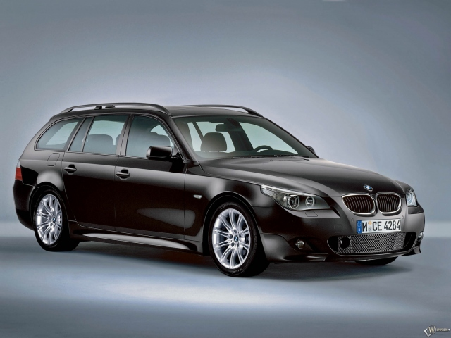 BMW - 5 Series Touring M Sport Package (2005)