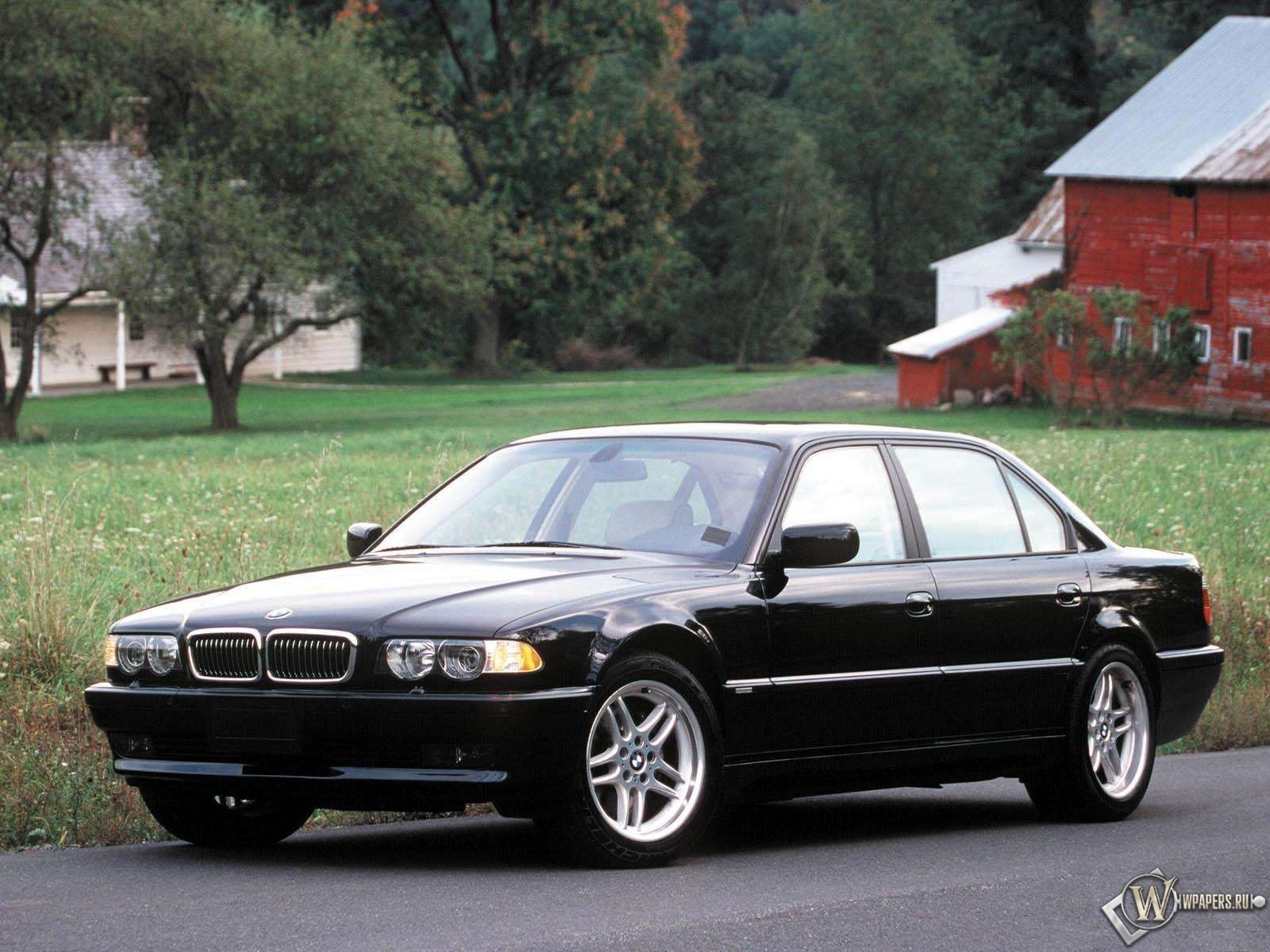 Скачать обои BMW 7 Series 2000 (Дерево, Чёрное авто, BMW 7 ...