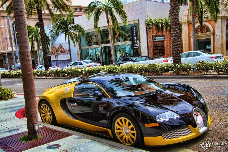 Бугати на парковке 1500x1000