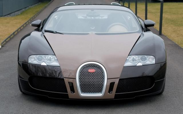 серый Bugatti Veyron