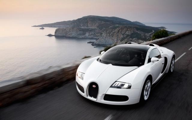 Белый Bugatti Veyron